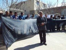 اعتراض جمعی از باغداران روستاهای تل سیاه و سرمور مقابل فرمانداری دنا